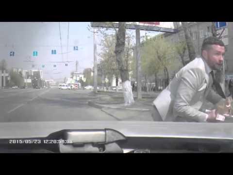Auto pardakaamerasse jäänud raharööv Venemaa moodi
